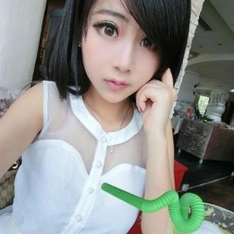 Cô gái Trung Quốc với bằng thạc sỹ đẹp như búp bê