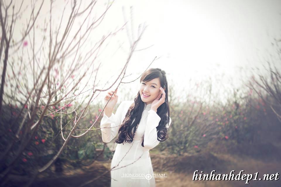Ảnh nền thiếu nữ Việt diện áo dài ngày tết 11