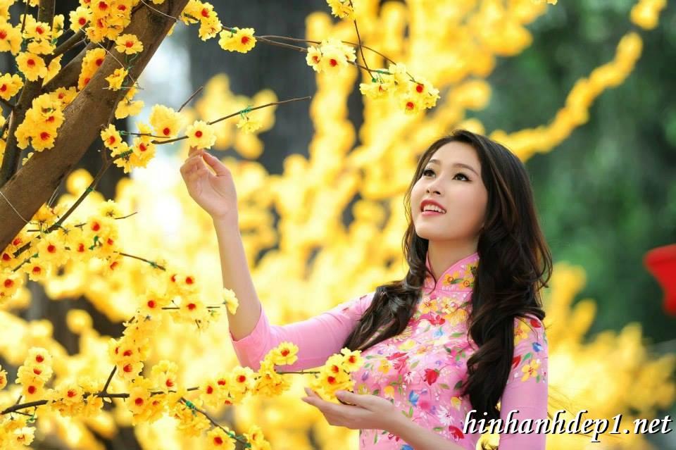 Ảnh nền thiếu nữ Việt diện áo dài ngày tết 13