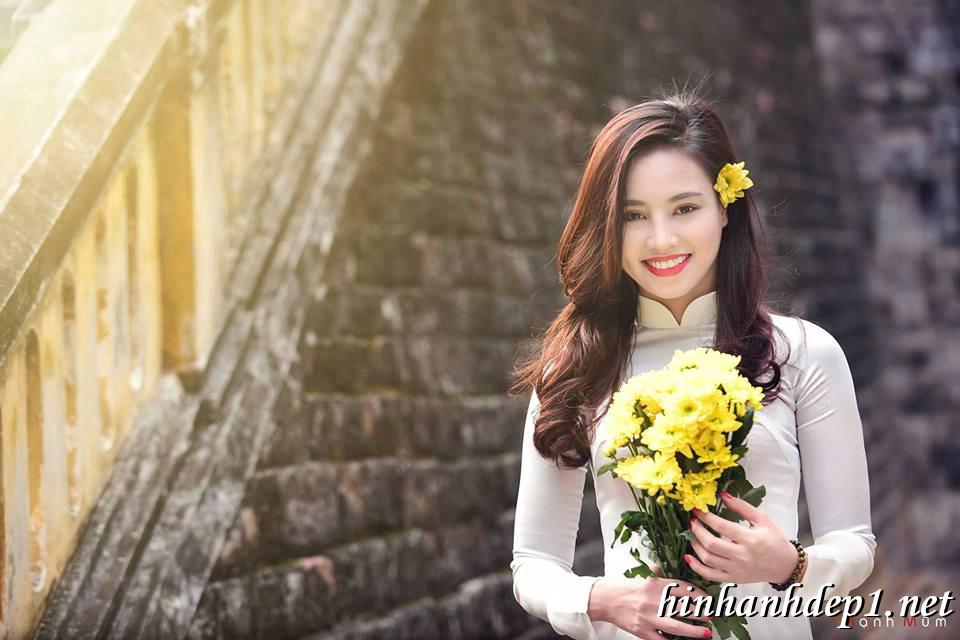 Ảnh nền thiếu nữ Việt diện áo dài ngày tết 15