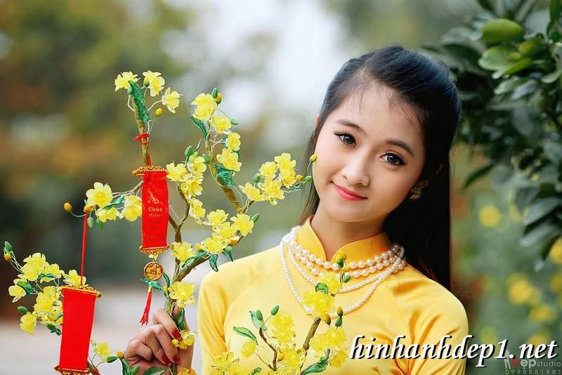 Ảnh nền thiếu nữ Việt diện áo dài ngày tết 3