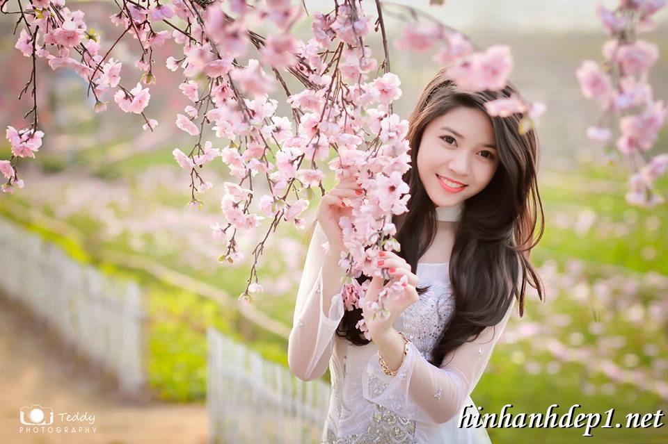 Ảnh nền thiếu nữ Việt diện áo dài ngày tết 4