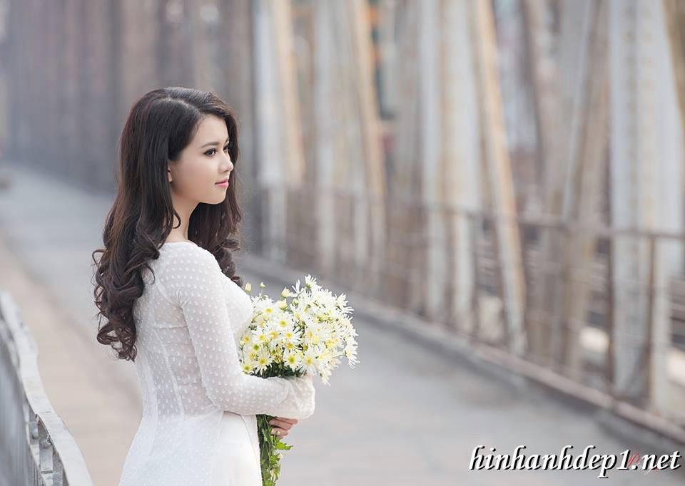 Ảnh nền thiếu nữ Việt diện áo dài ngày tết 6