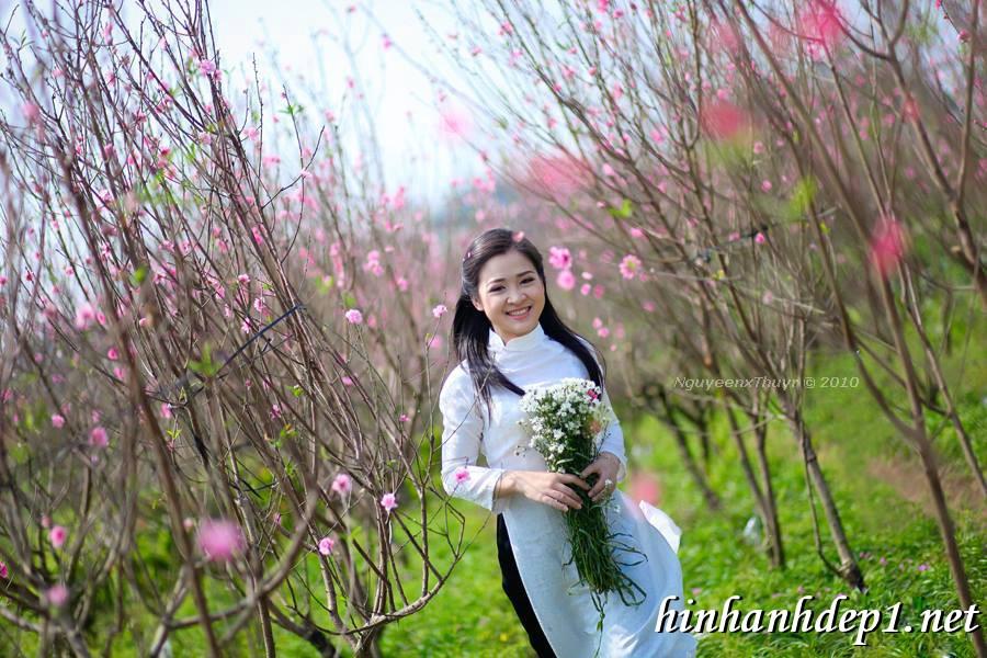 Ảnh nền thiếu nữ Việt diện áo dài ngày tết 7