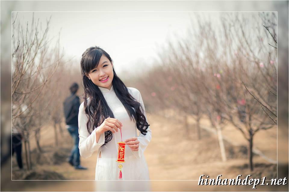 Ảnh nền thiếu nữ Việt diện áo dài ngày tết 8