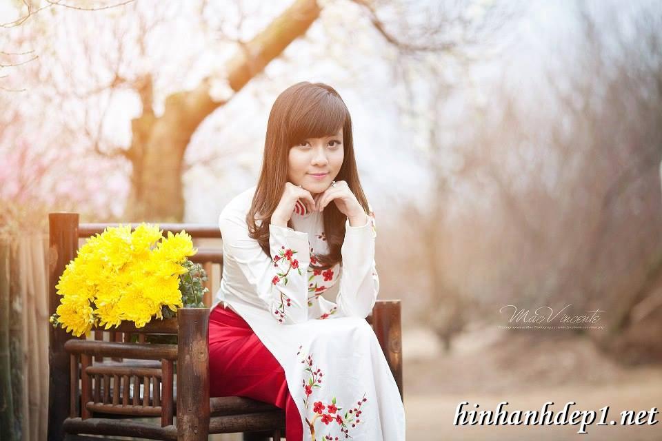 Ảnh nền thiếu nữ Việt diện áo dài ngày tết 9
