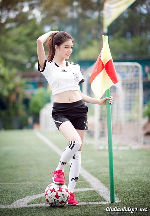 anh-hotgirl-lilly-luta-xinh-dep-trong-mua-world-cup (1)