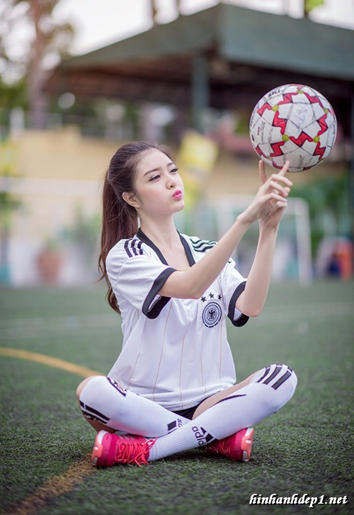 anh-hotgirl-lilly-luta-xinh-dep-trong-mua-world-cup (5)