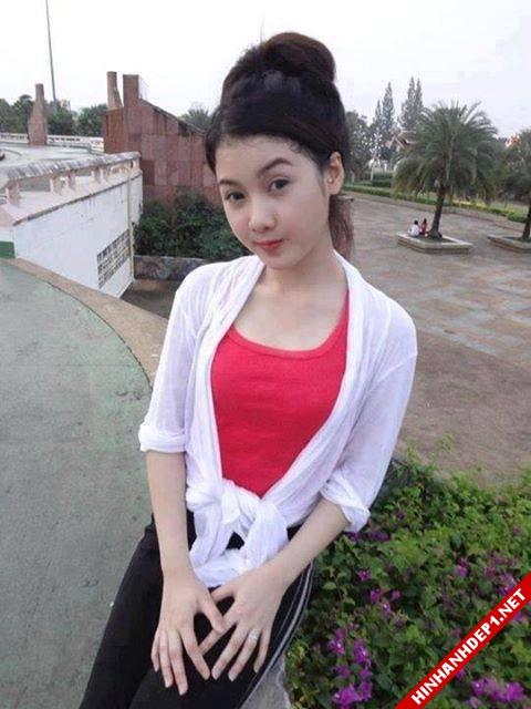 soi-dong-cung-world-cup-voi-hinh-anh-de-thuong-cua-cac-hotgirl (18)