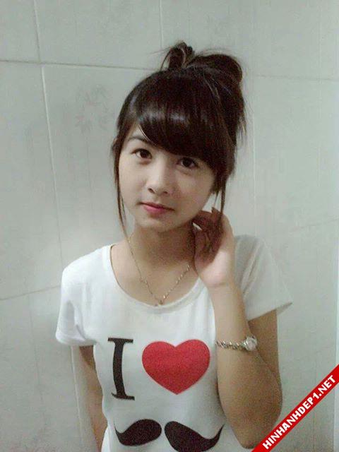 soi-dong-cung-world-cup-voi-hinh-anh-de-thuong-cua-cac-hotgirl (6)