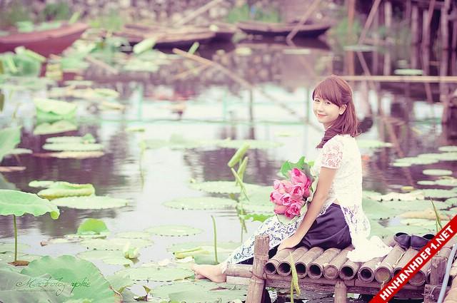 net-dep-phu-nu-viet-nam-ben-dam-sen (1)