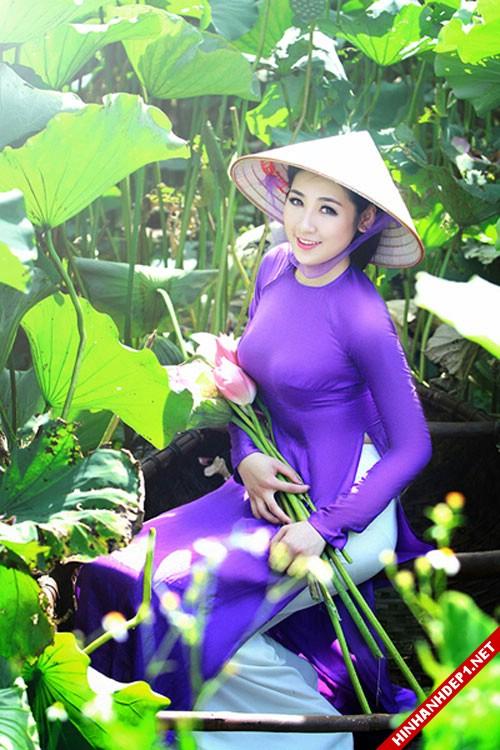 net-dep-phu-nu-viet-nam-ben-dam-sen (11)