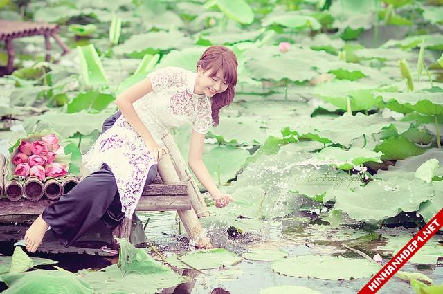 net-dep-phu-nu-viet-nam-ben-dam-sen (2)