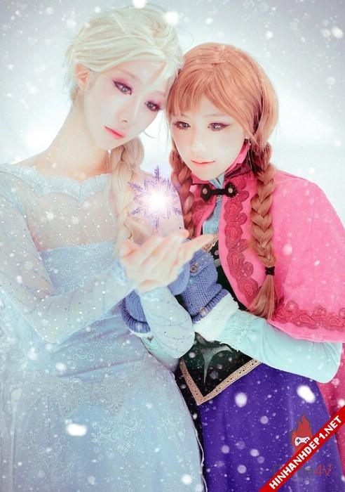 phim-frozen-va-hinh-anh-nu-cosplay-xinh-dep (1)