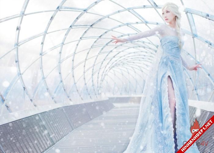phim-frozen-va-hinh-anh-nu-cosplay-xinh-dep (11)