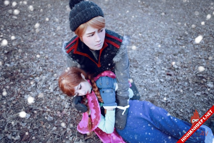 phim-frozen-va-hinh-anh-nu-cosplay-xinh-dep (12)