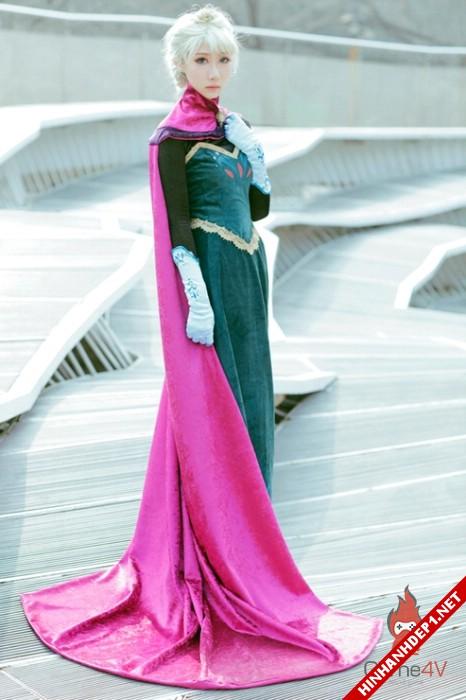 phim-frozen-va-hinh-anh-nu-cosplay-xinh-dep (4)