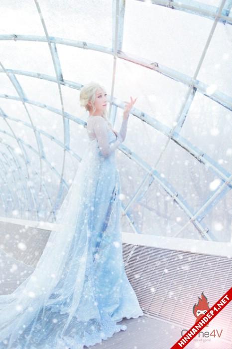 phim-frozen-va-hinh-anh-nu-cosplay-xinh-dep (8)