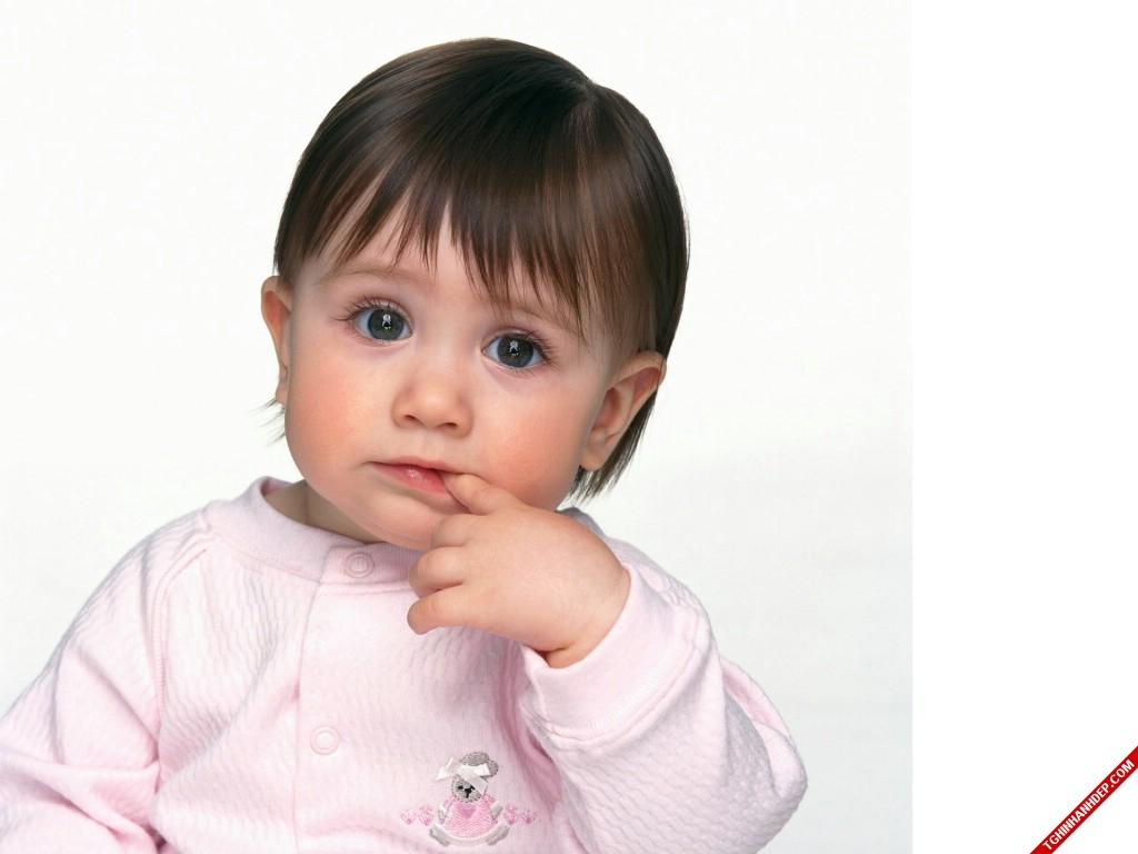 Hình nền đẹp về những em bé đáng yêu như thiên thần