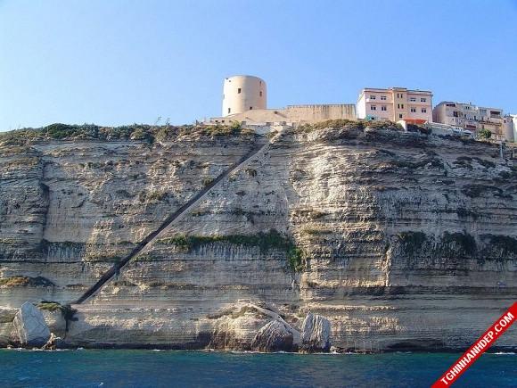 Đến Corsica và khám phá cầu thang lên thiên đường tuyệt đẹp