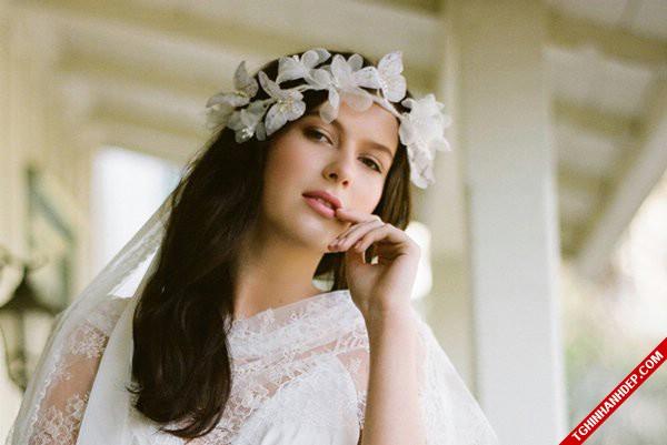 Gợi ý mẫu hoa cài tóc cổ điển đẹp cho cô dâu