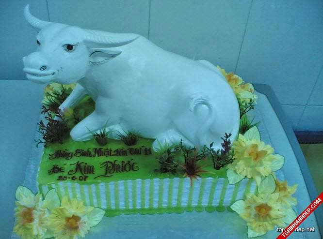 Mẫu bánh sinh nhật đẹp với tạo hình nguyên khối chú trâu đang nằm