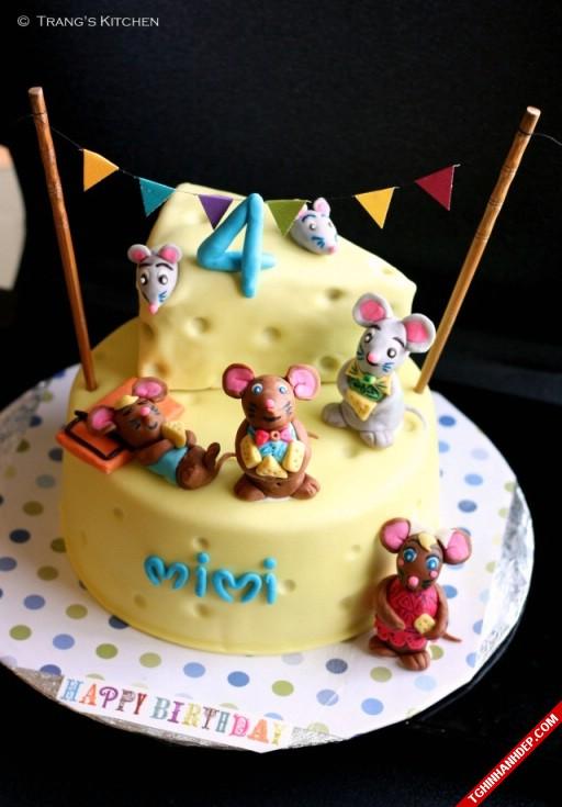 Mẫu bánh sinh nhật gia đình chuột độc đáo ngộ nghĩnh.