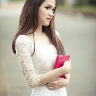 Ngắm nét duyên dáng của nữ sinh trong bộ áo dài truyền thống