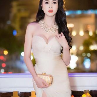 Người mẫu Vũ Ngọc Anh khoe dáng nuột nà qua những bộ trang phục