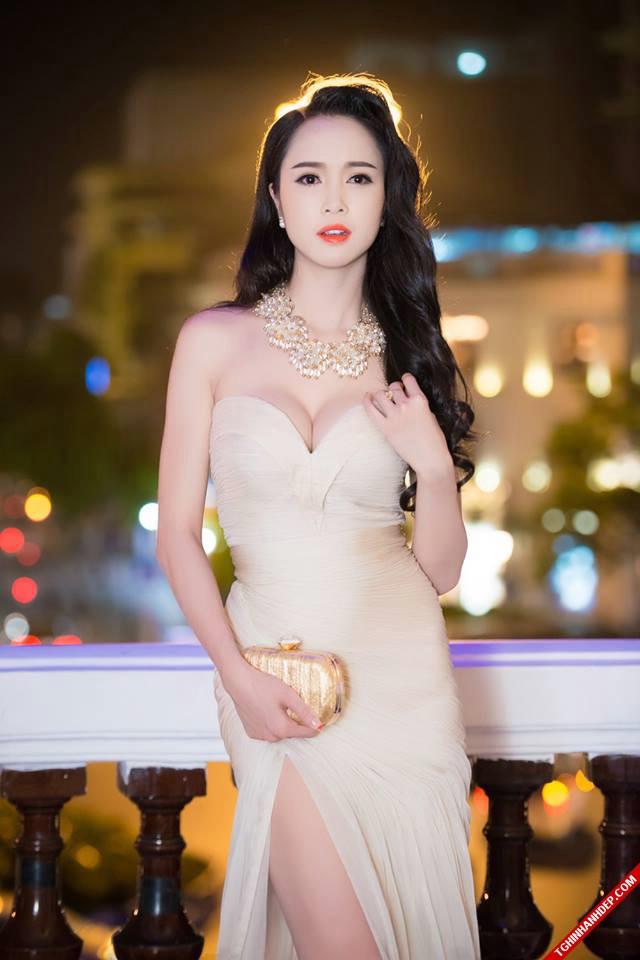 Người mẫu Vũ Ngọc Anh khoe dáng